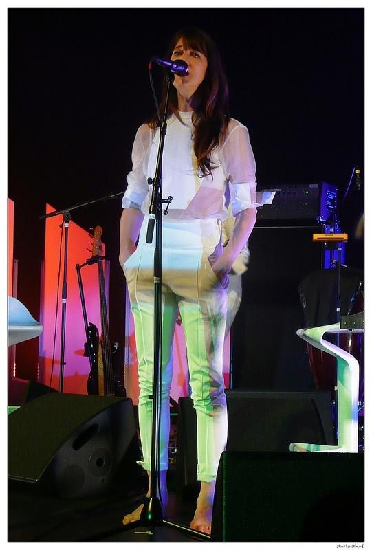 https://pics.wikifeet.com/Charlotte-Gainsbourg-Feet-2293929.jpg