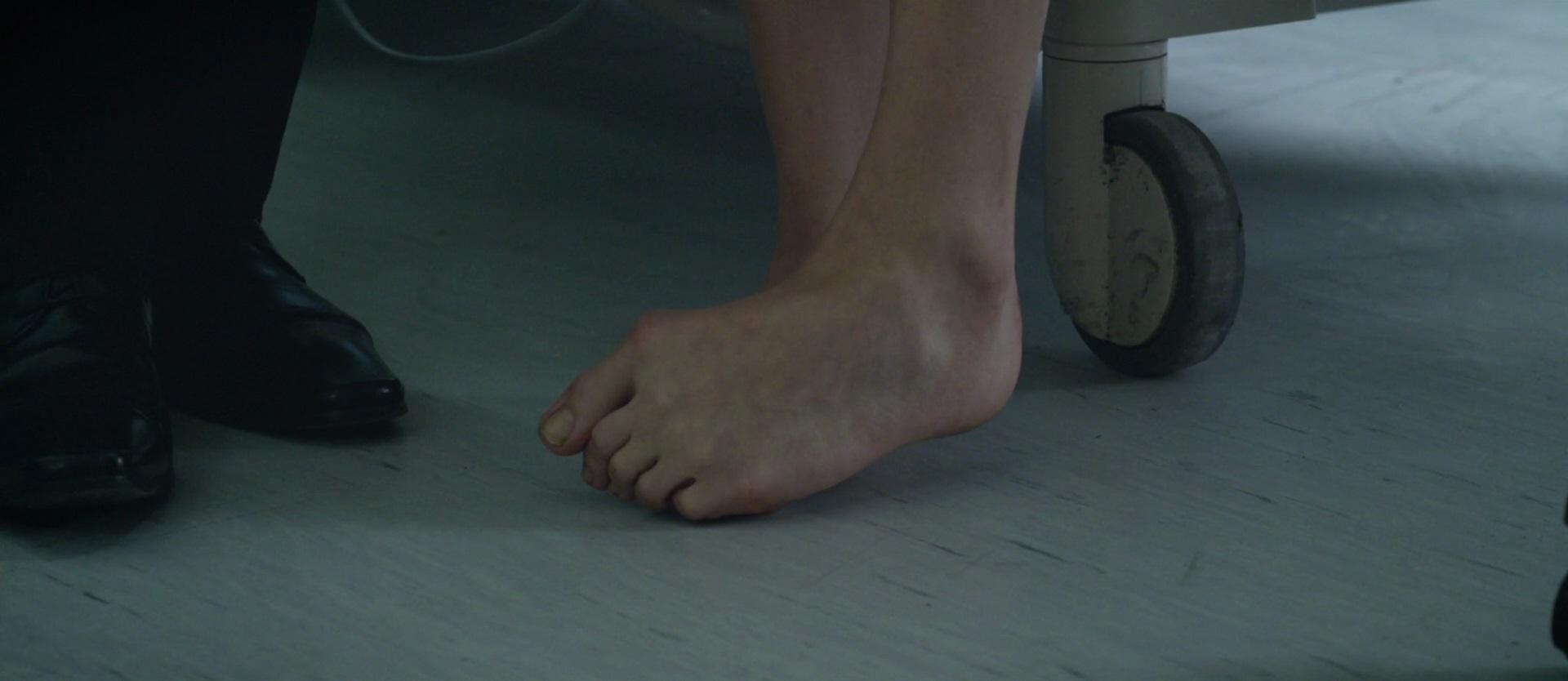 chloe grace moretz feet wikifeet