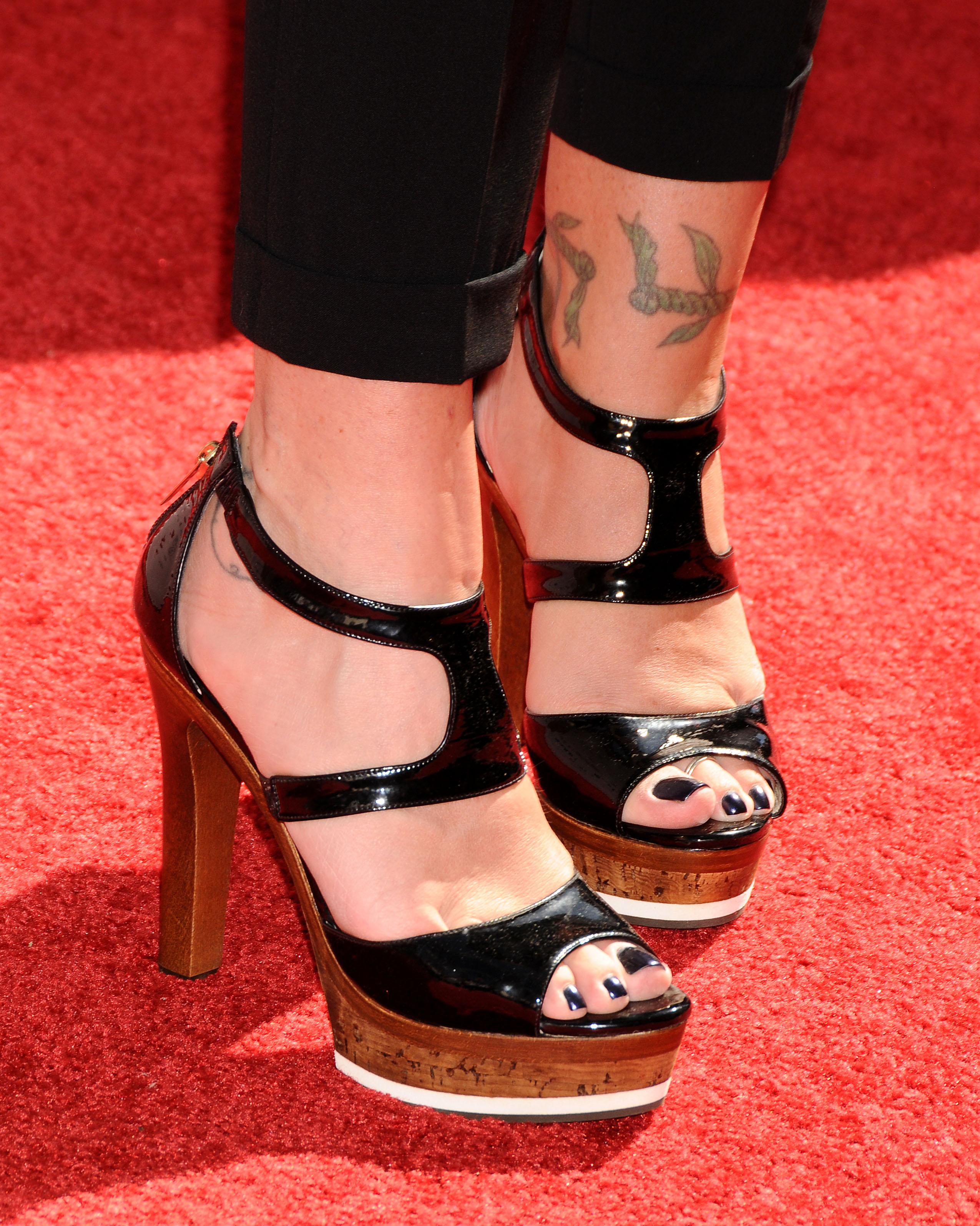 applegate toes Christina