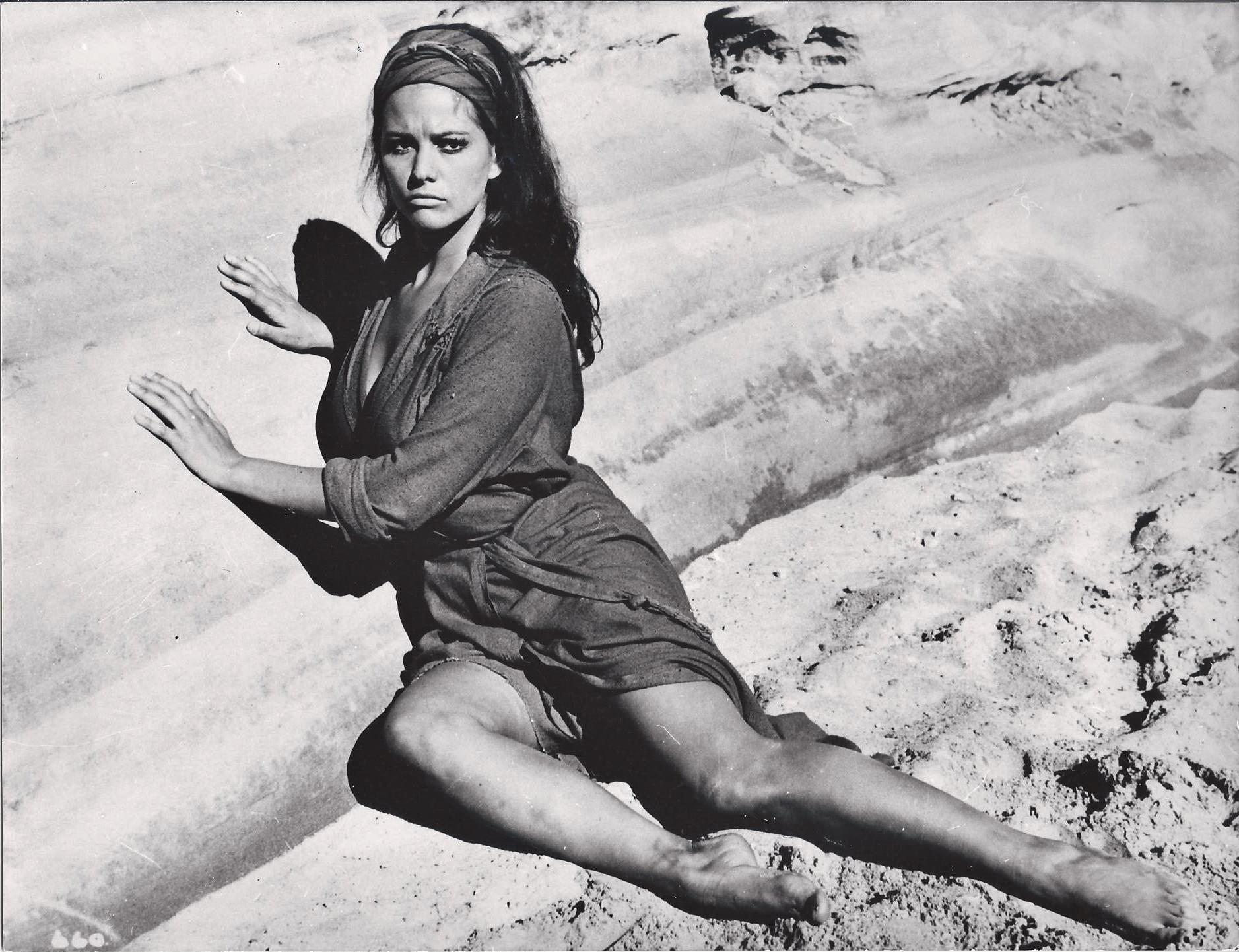 https://pics.wikifeet.com/Claudia-Cardinale-Feet-2749195.jpg