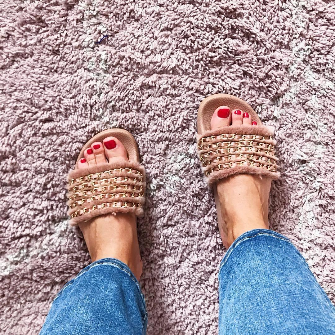 06925c8e586c Claudia Galli's Feet << wikiFeet