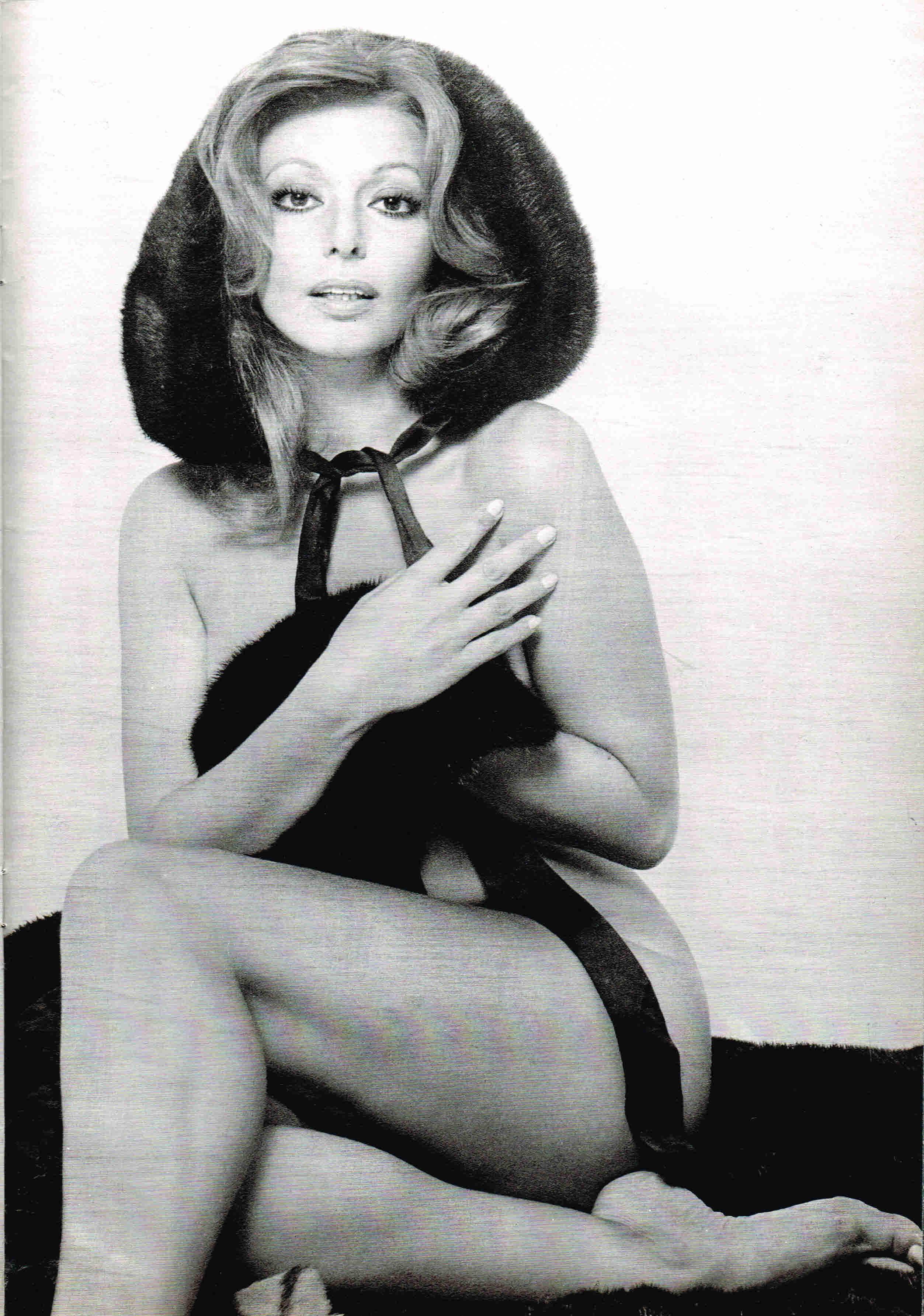 Claudie Lange Nude Photos 11