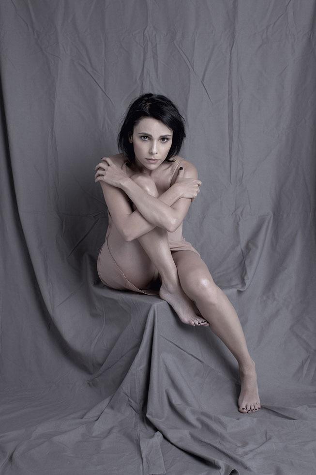 http://pics.wikifeet.com/D%C3%A9bora-Falabella-Feet-1446429.jpg