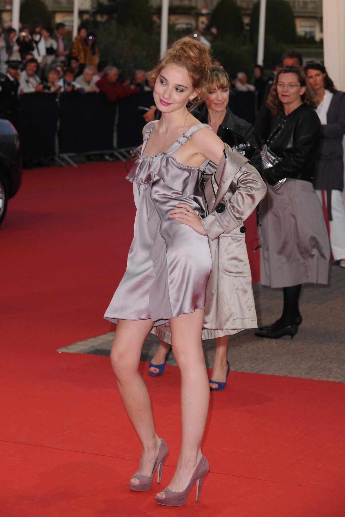http://pics.wikifeet.com/D%C3%A9borah-Fran%C3%A7ois-Feet-541715.jpg