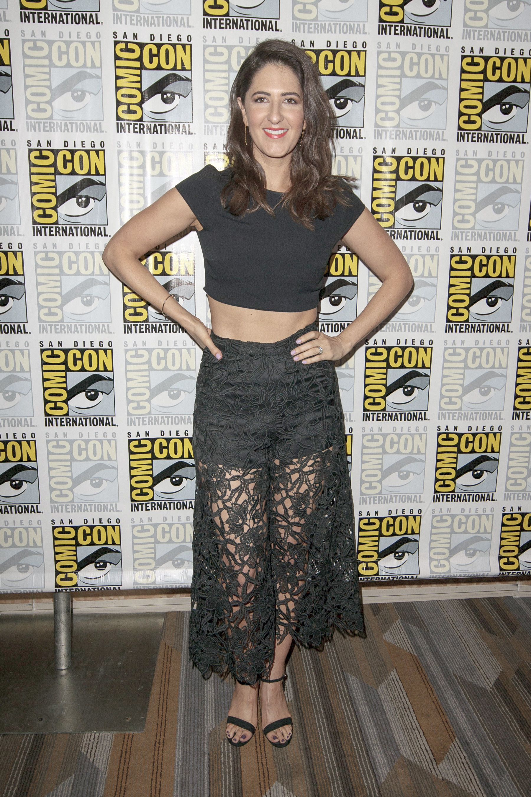 braless D'Arcy Carden naked photo 2017