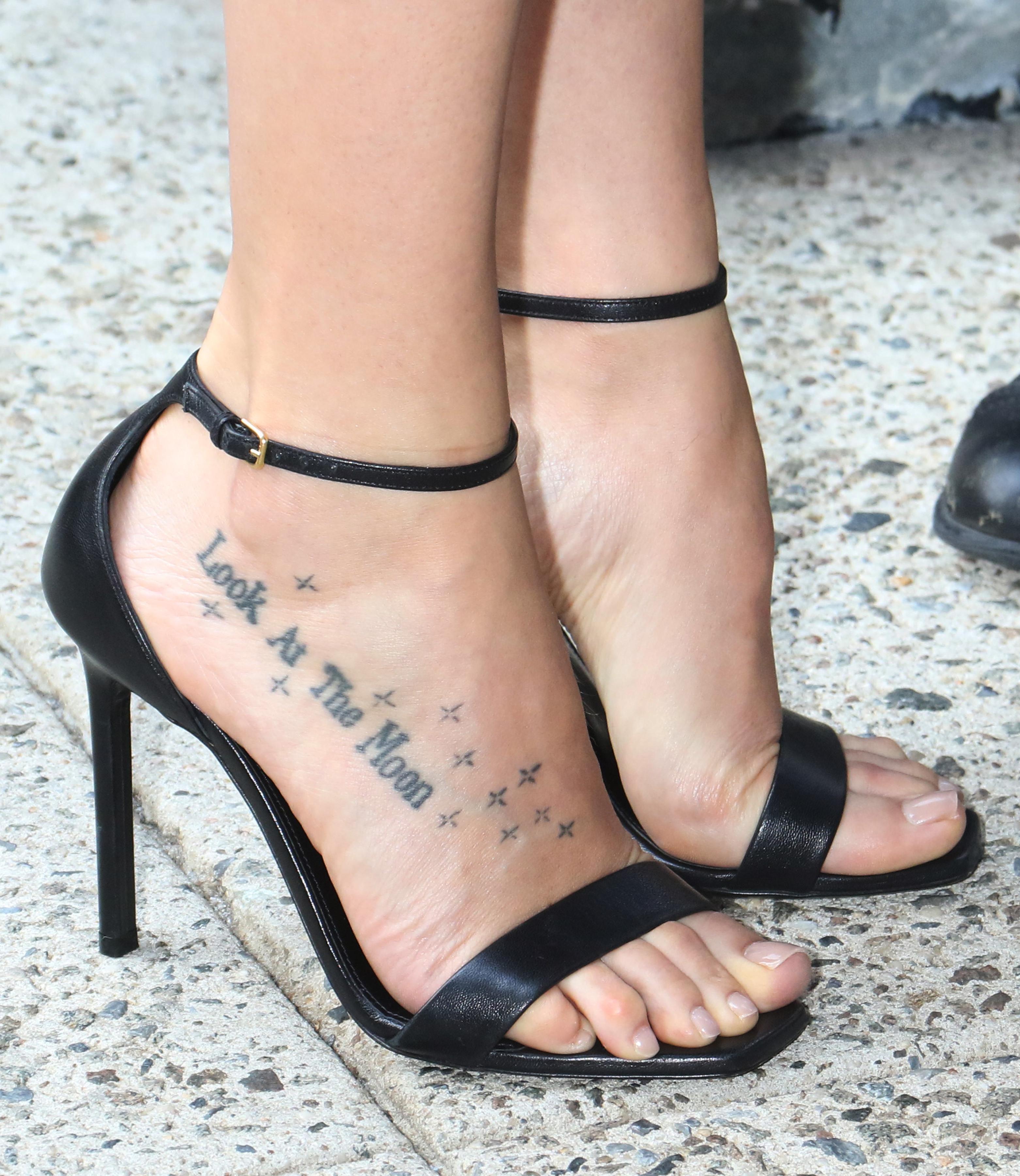 Dakota Johnsons Feet