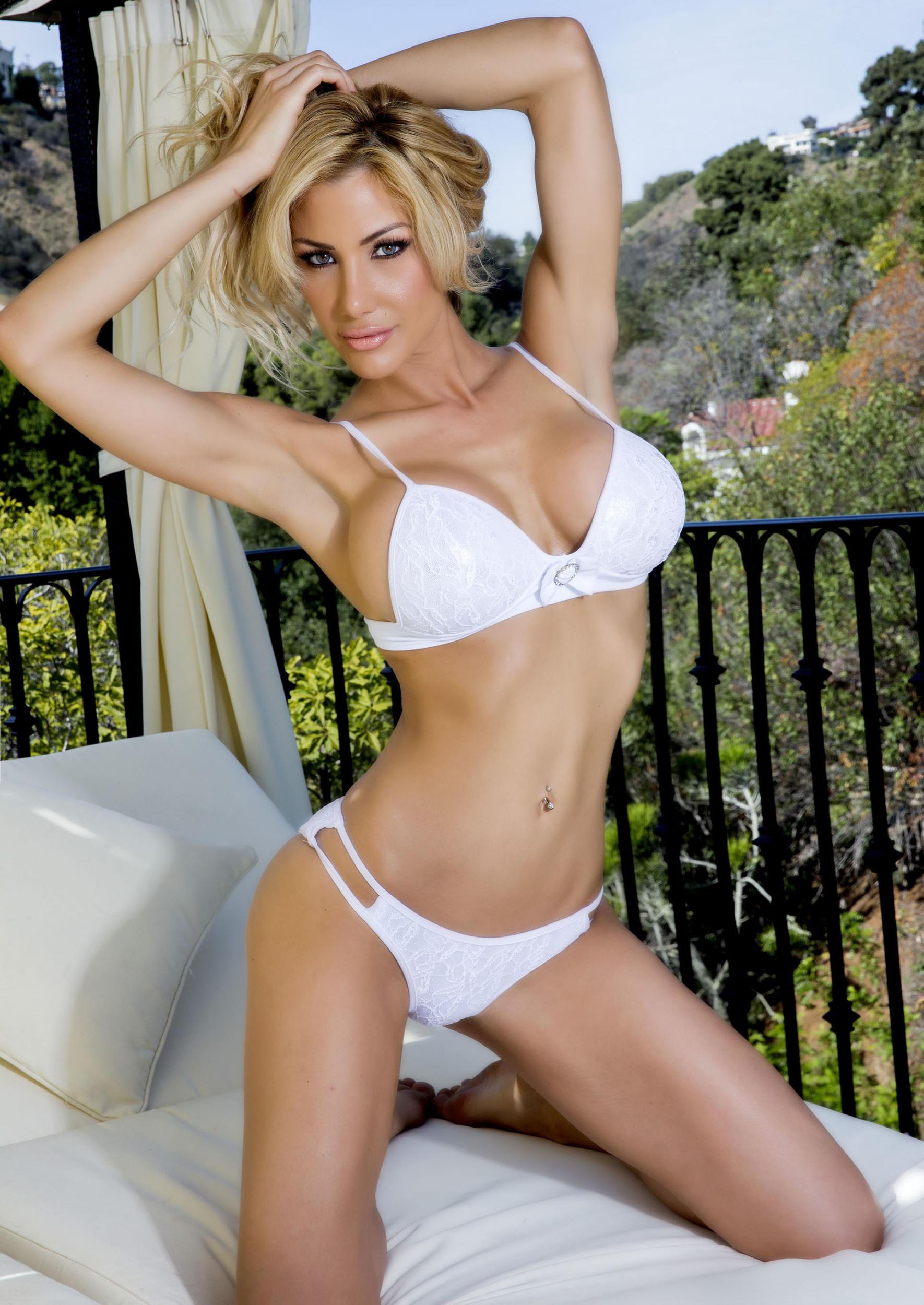 Dalia Elliott Nude Photos 13