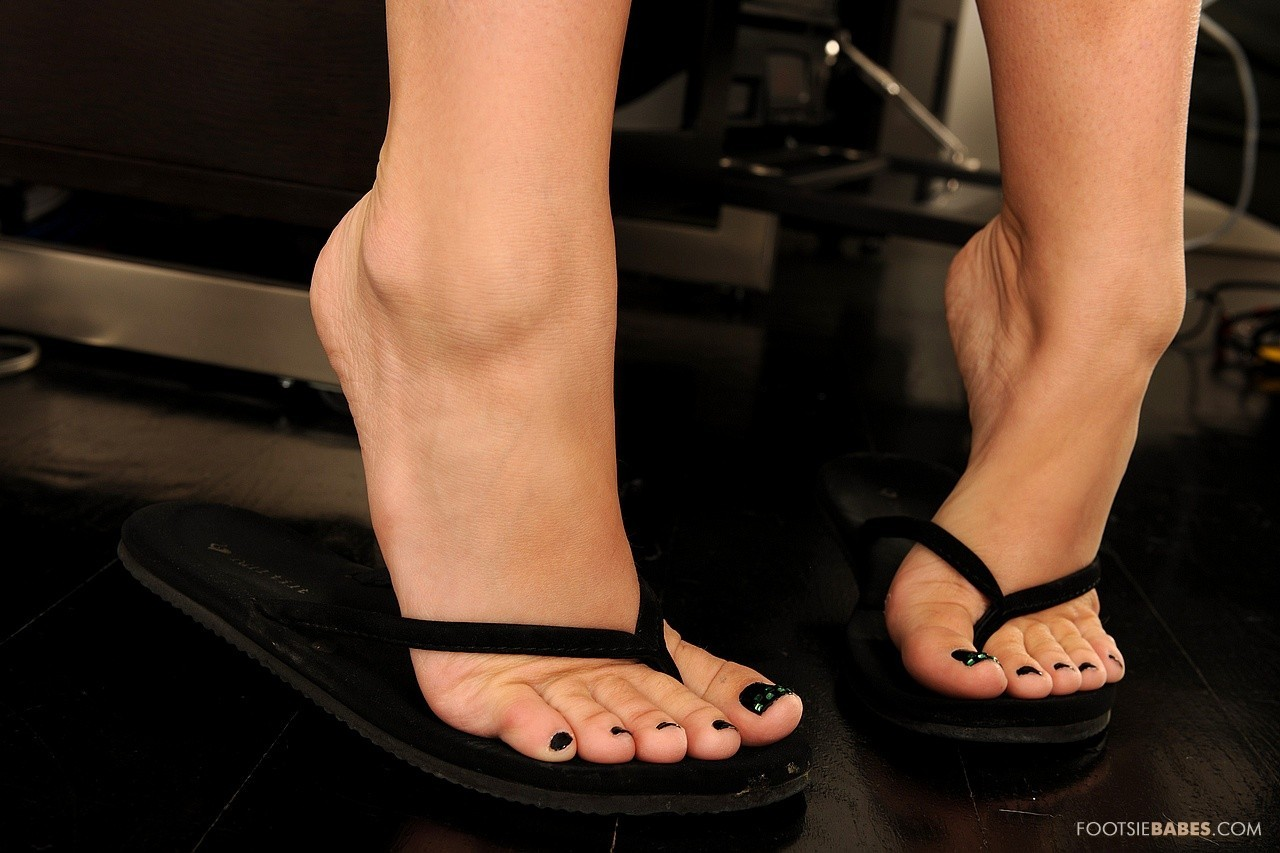 Foot fetish flip flops and milf soles 2