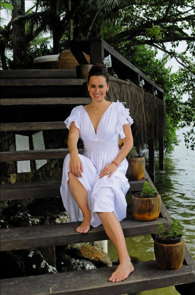 http://pics.wikifeet.com/Daniela-Escobar-Feet-1612014.jpg
