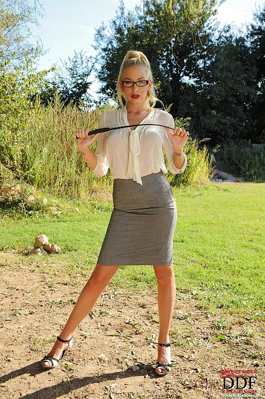 Danielle Mayes Feet-9197
