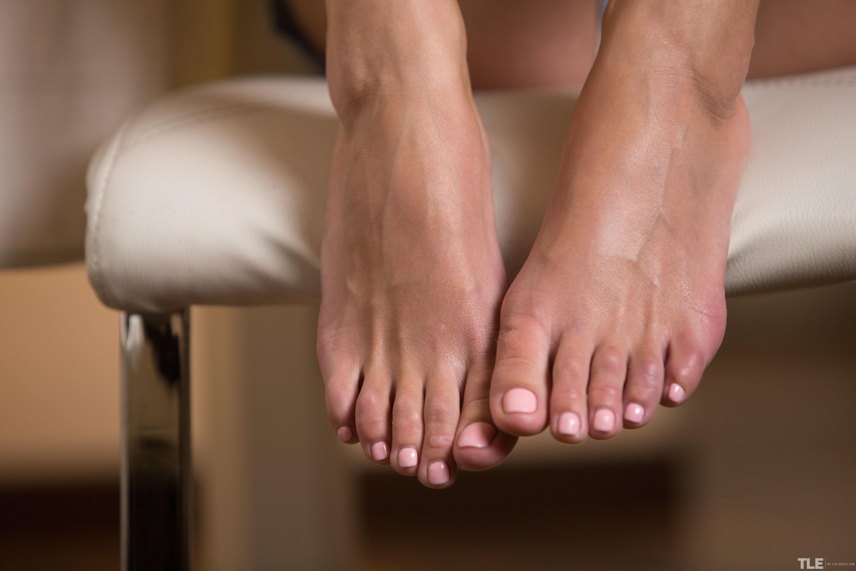 darina's feet << wikifeet