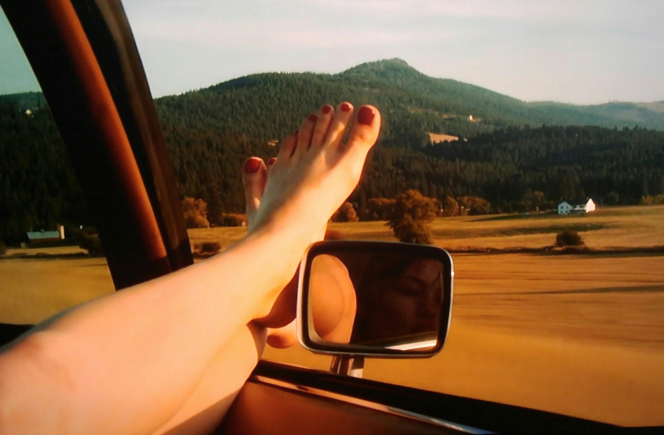 https://pics.wikifeet.com/Daveigh-Chase-Feet-2979792.jpg
