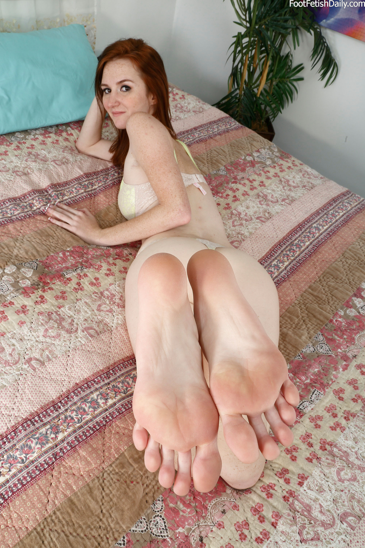 [Image: Dee-Dee-Lynn-Feet-1620245.jpg]