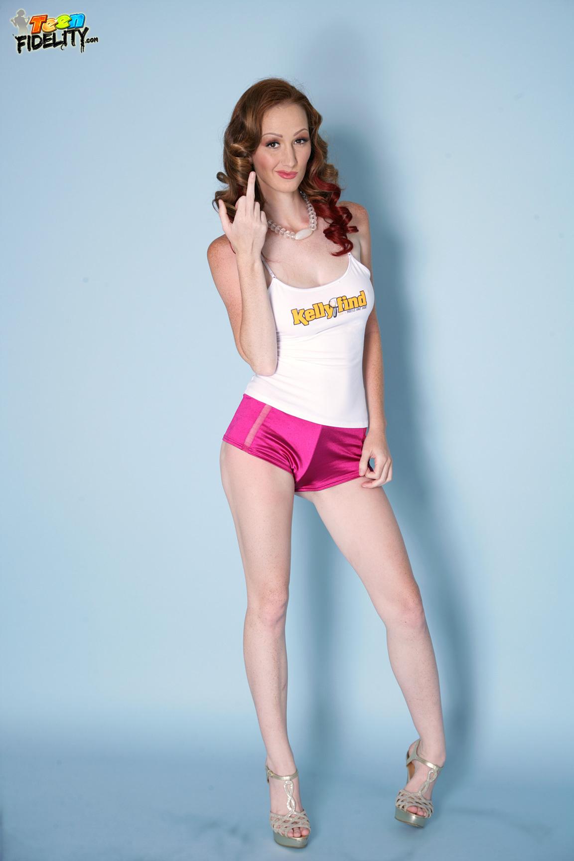 Dee Dee Lynn is doing an fantastic striptease dance in lingerie № 589441 бесплатно