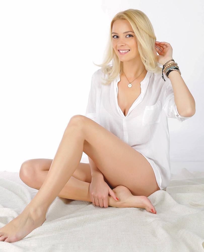 Diana Dumitrescu Nude Photos 1