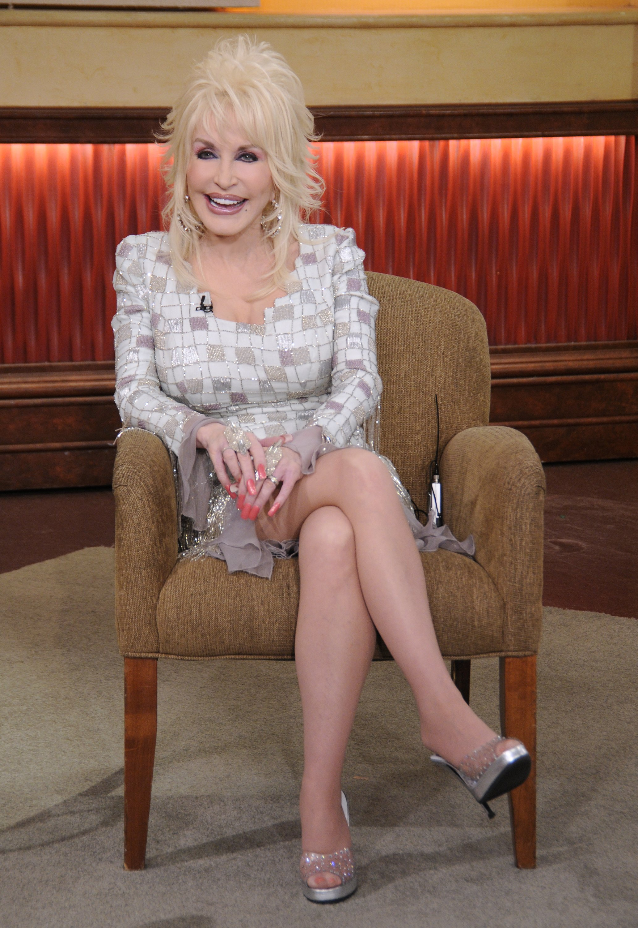 Brilliant Dolly parton bare feet