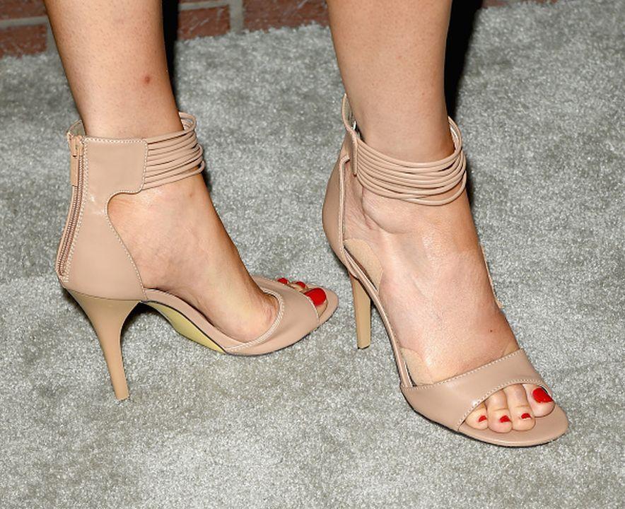 elaine feet