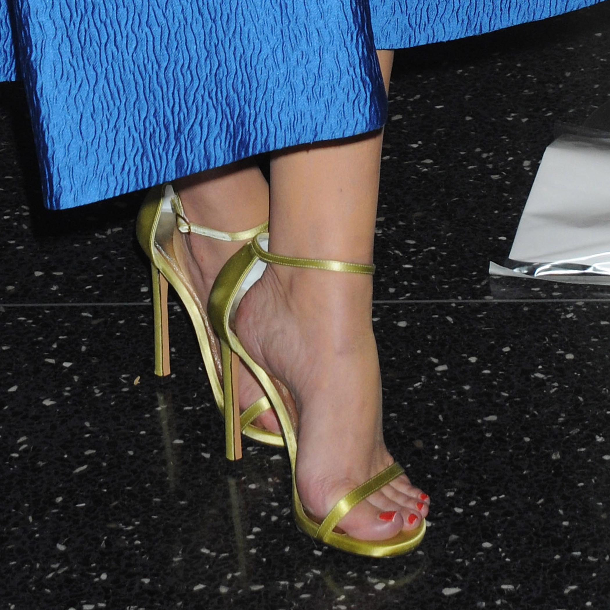 elisabeth moss s feet