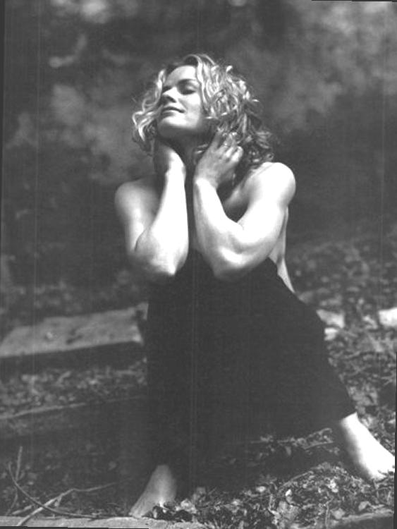 https://pics.wikifeet.com/Elisabeth-Shue-Feet-604078.jpg