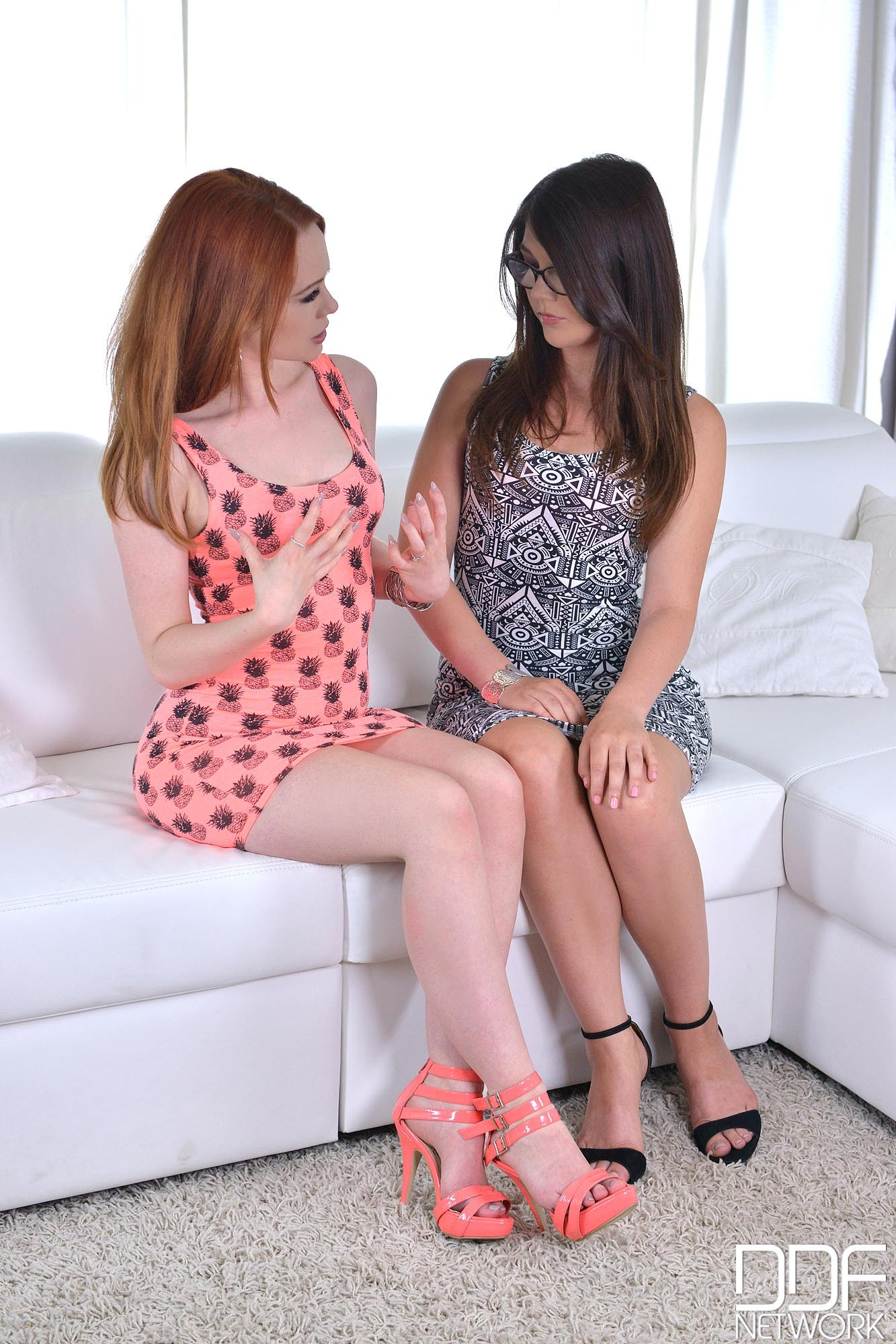 Stunning amateur lesbians Greta and Jamie-Lee licking each other's cunt № 968581 бесплатно