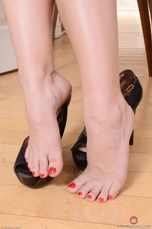 ella nova feet