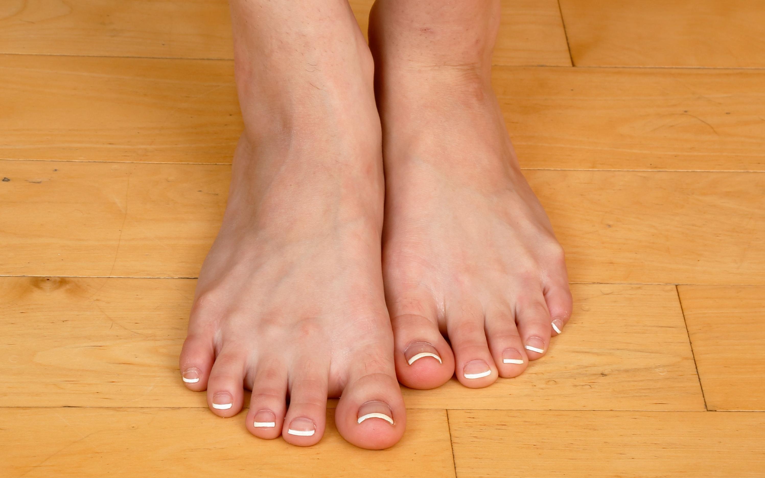 elsa jean feet