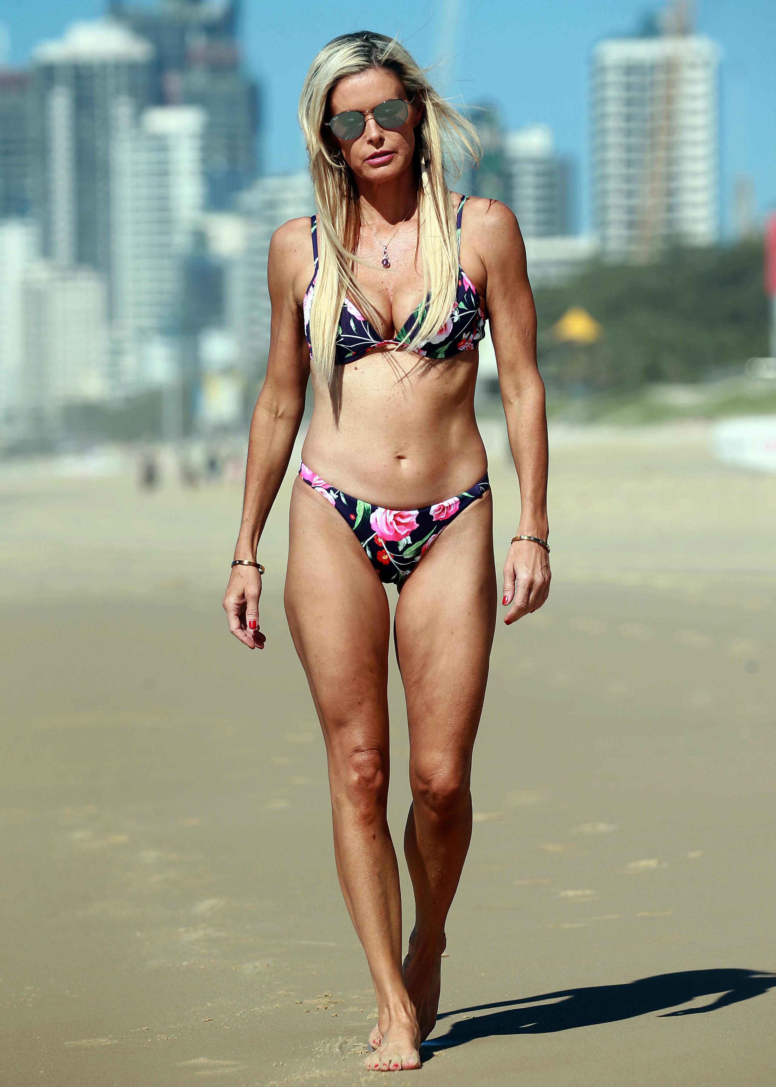 Feet Emma Harrison nude (37 photo), Topless, Is a cute, Twitter, panties 2017