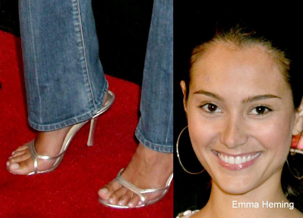 Katherine waterston feet