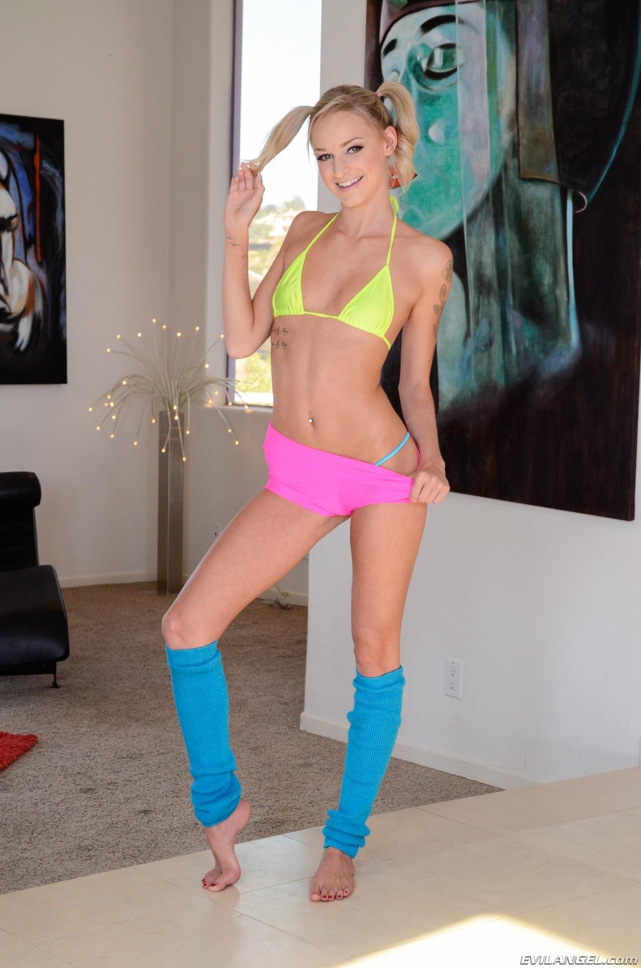 Emma Hix Nude Photos 42
