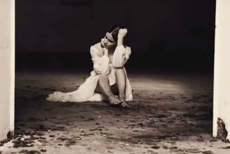 http://pics.wikifeet.com/Emma-Watson-Feet-1985445.jpg