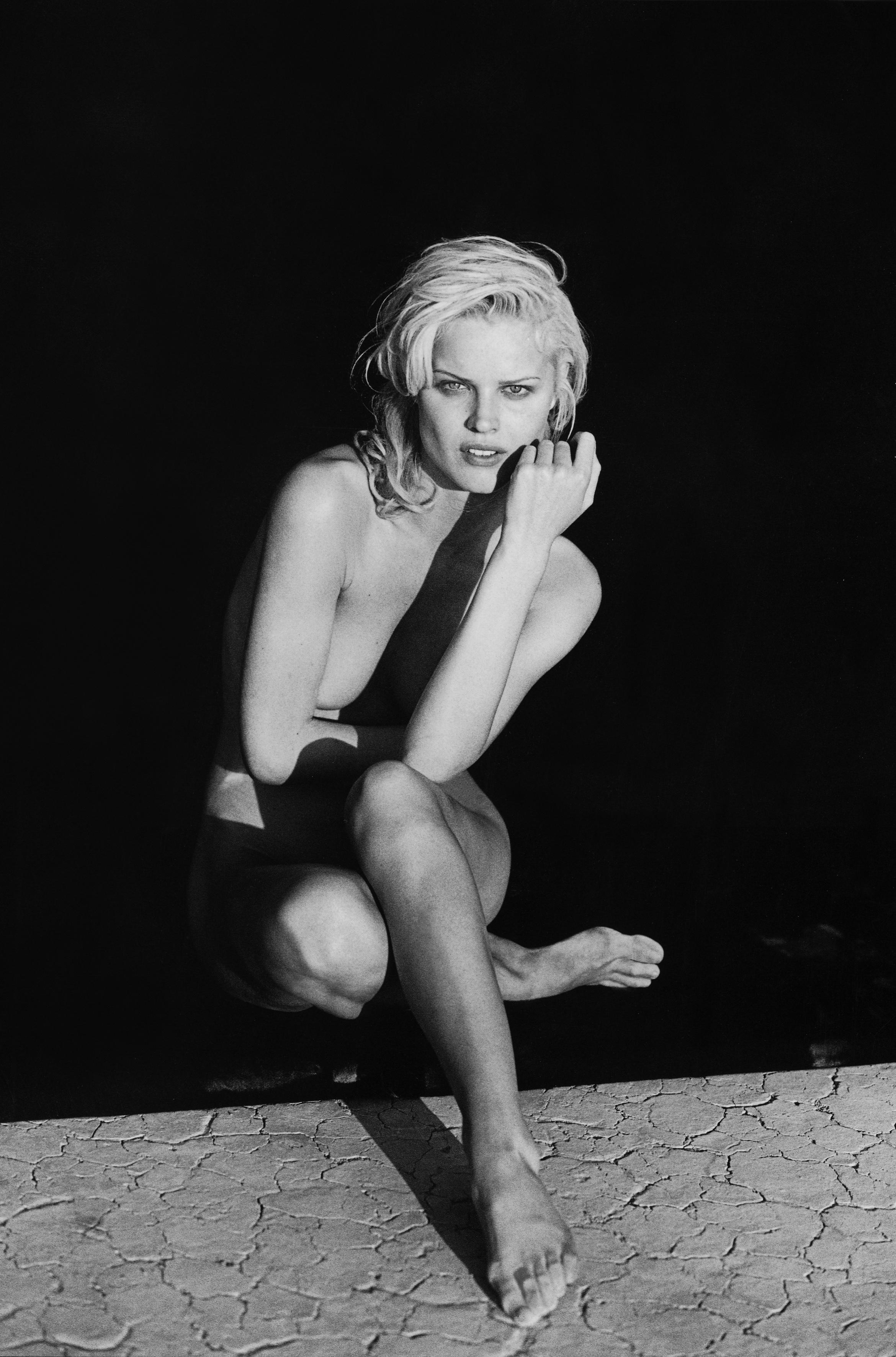 https://pics.wikifeet.com/Eva-Herzigova-Feet-2748429.jpg
