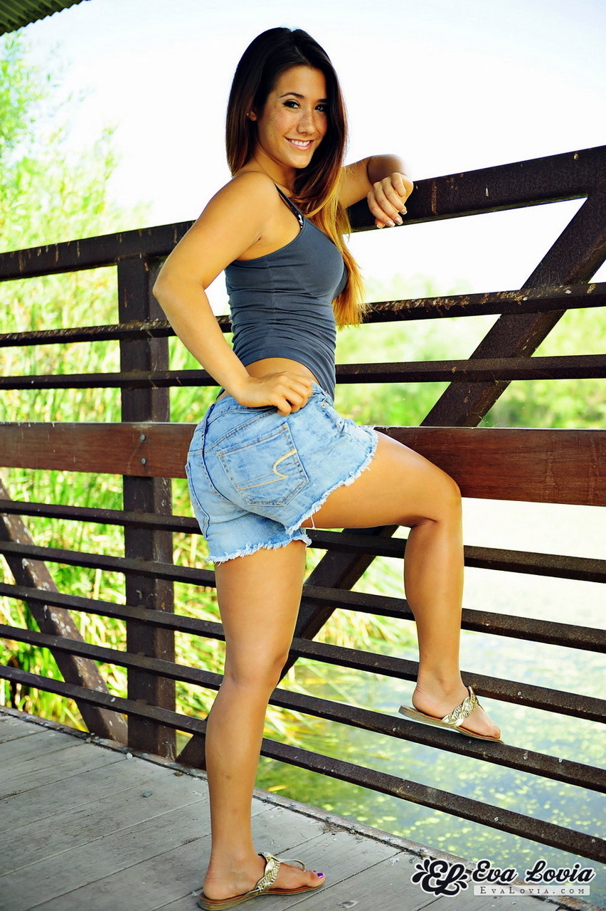 eva lovia pictures