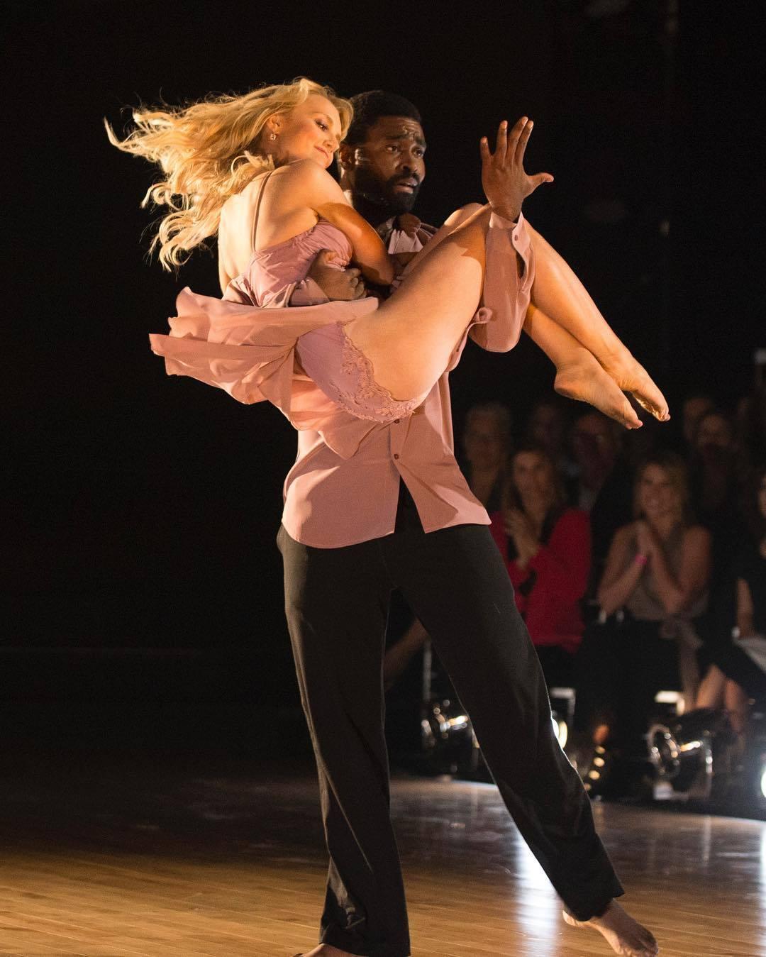 https://pics.wikifeet.com/Evanna-Lynch-Feet-3838129.jpg