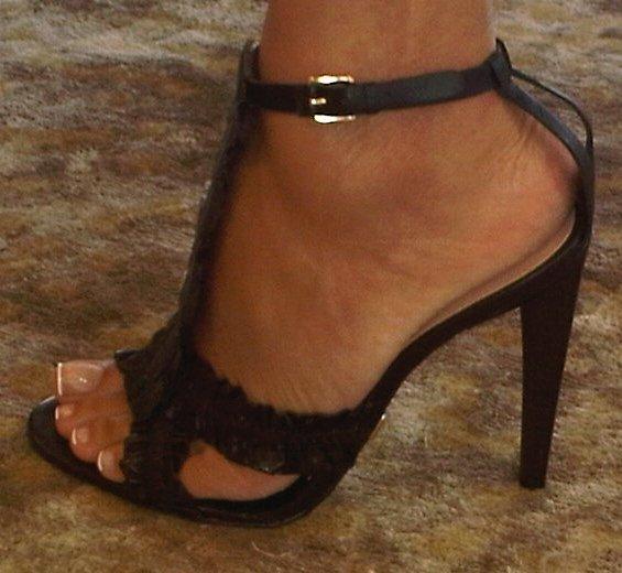 famous evelyn lozada feet