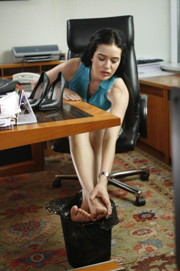 Fetiş porno itaatkar köle sikişi çorap ve ayak fetişi