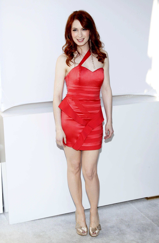 http://pics.wikifeet.com/Felicia-Day-Feet-560543.jpg