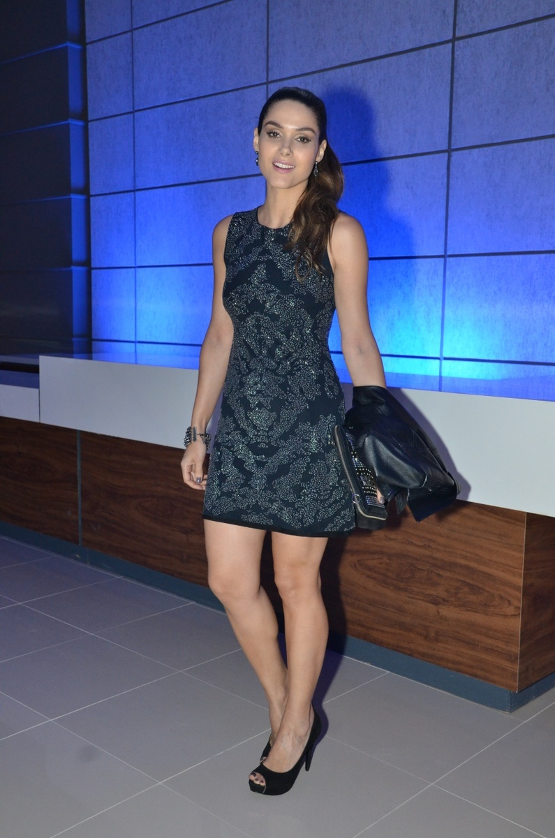 http://pics.wikifeet.com/Fernanda-Machado-Feet-1276703.jpg