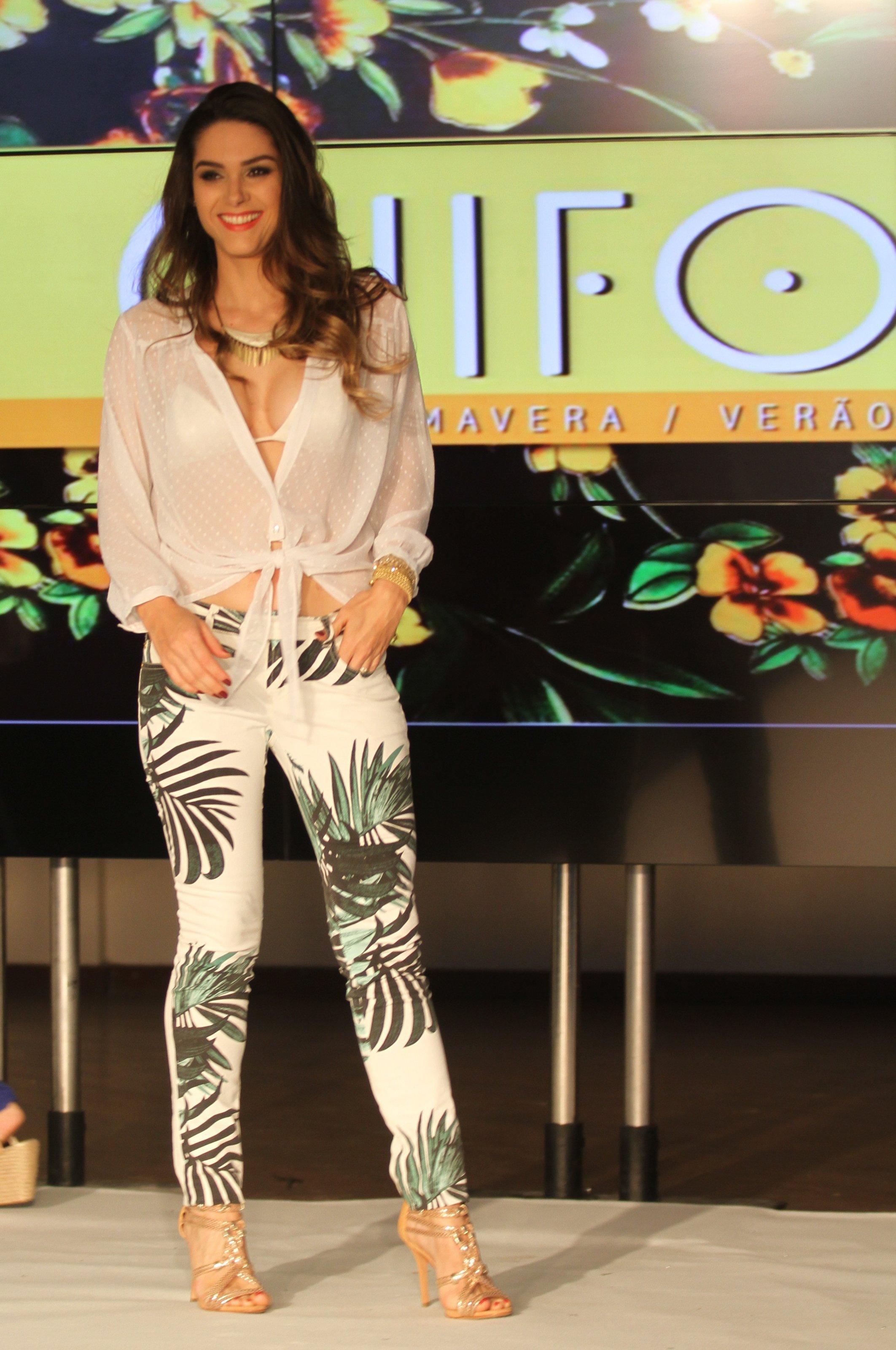 http://pics.wikifeet.com/Fernanda-Machado-Feet-1276721.jpg