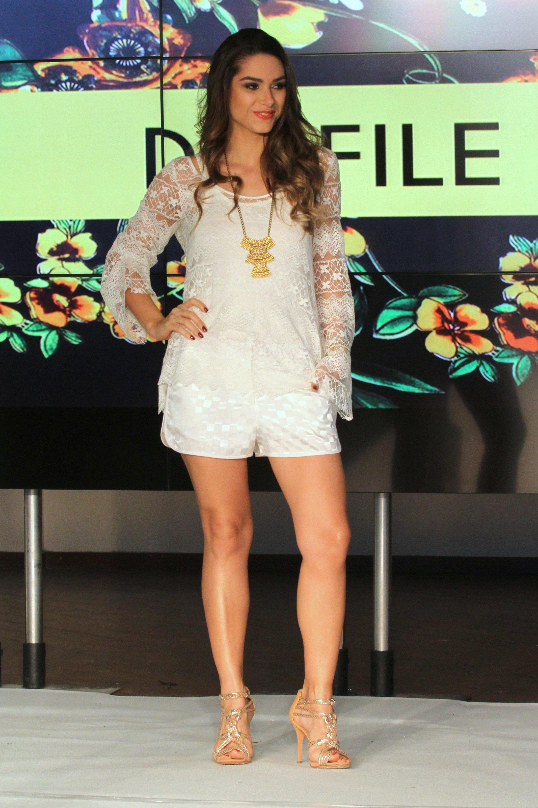 http://pics.wikifeet.com/Fernanda-Machado-Feet-1276722.jpg