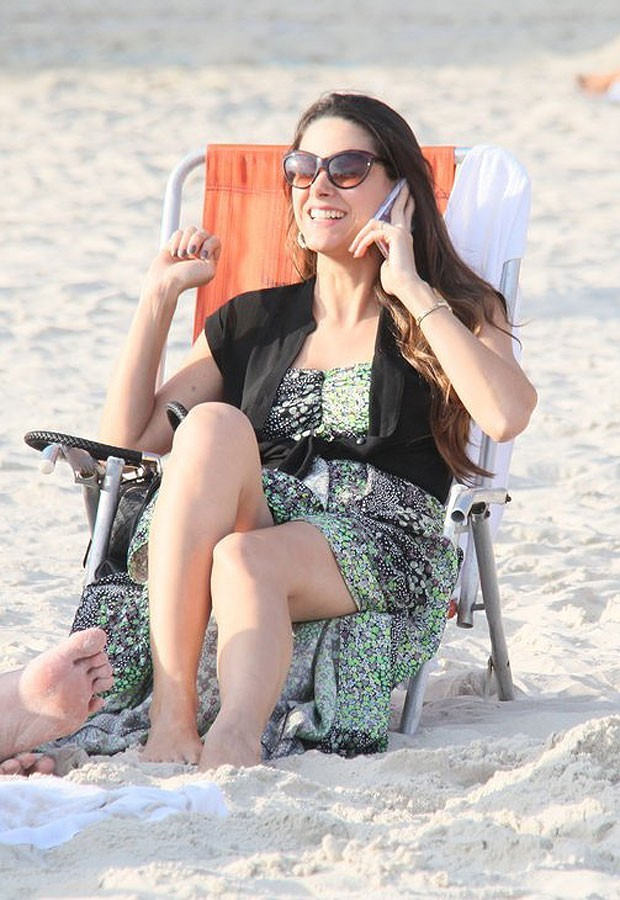 http://pics.wikifeet.com/Fernanda-Machado-Feet-1295670.jpg