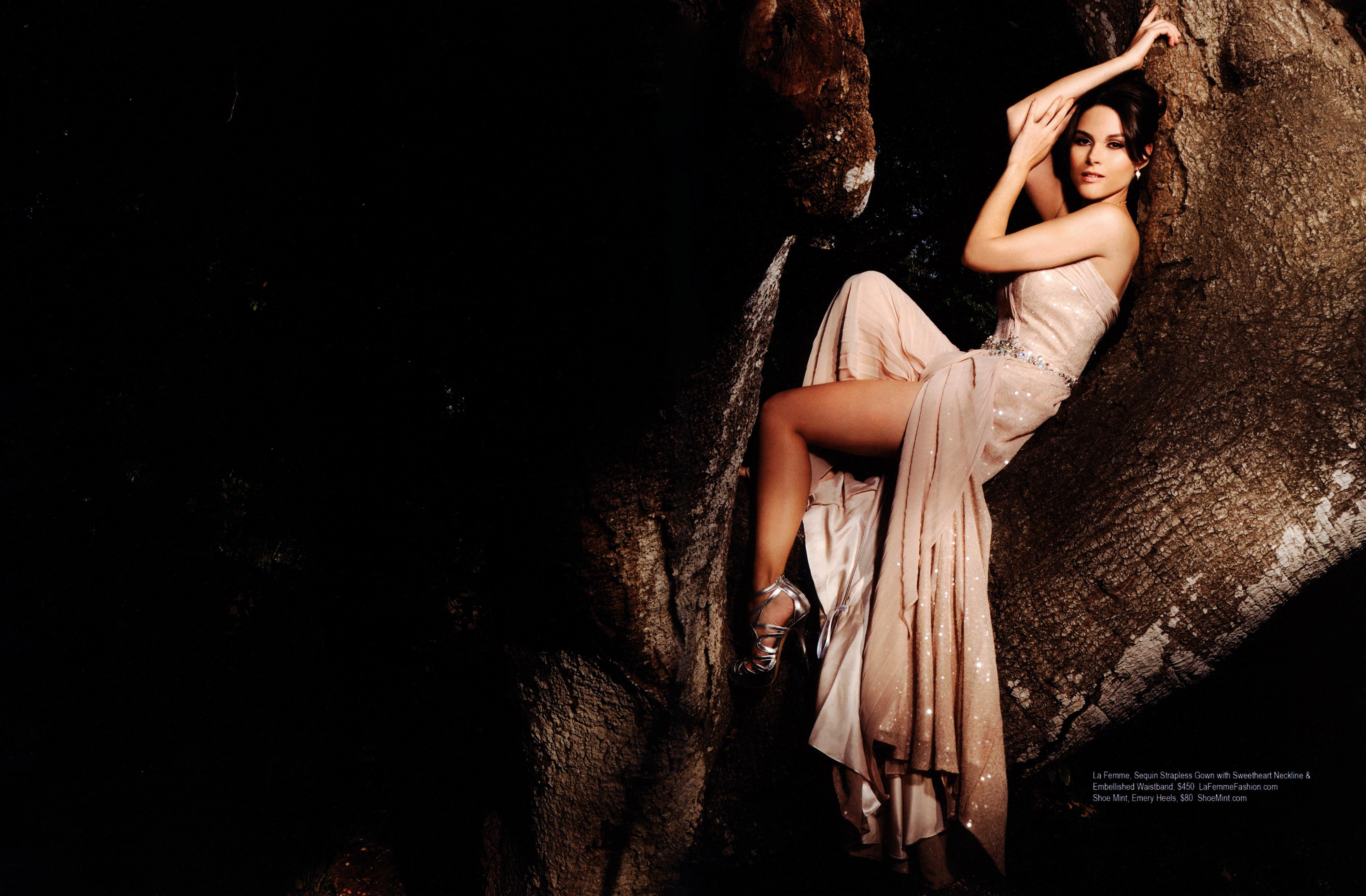 http://pics.wikifeet.com/Fernanda-Machado-Feet-1584909.jpg