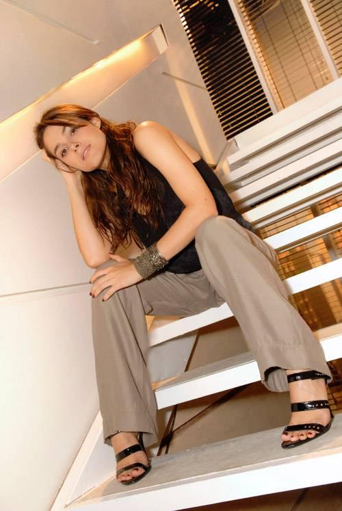 http://pics.wikifeet.com/Fernanda-Machado-Feet-177205.jpg