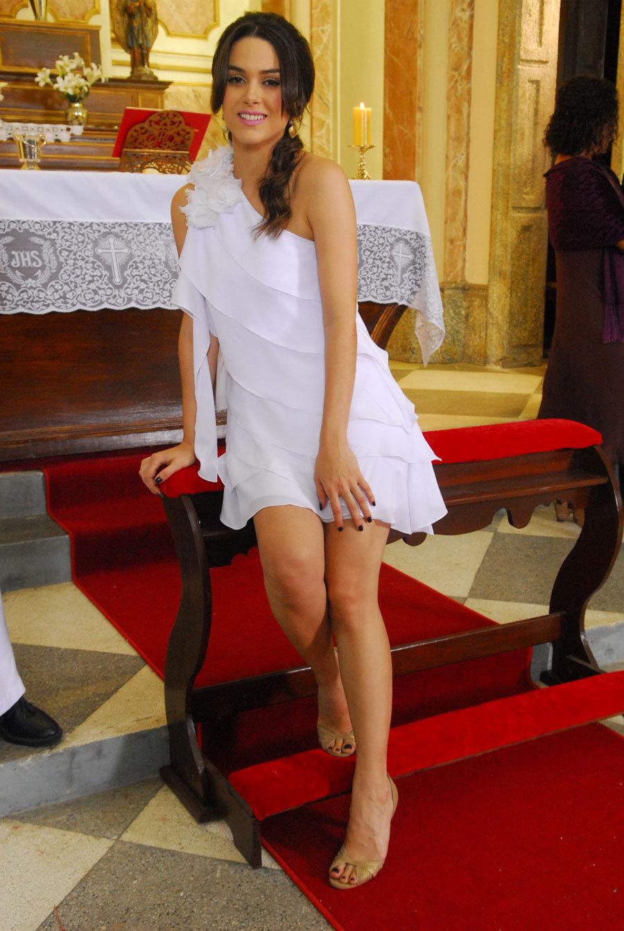 http://pics.wikifeet.com/Fernanda-Machado-Feet-946722.jpg