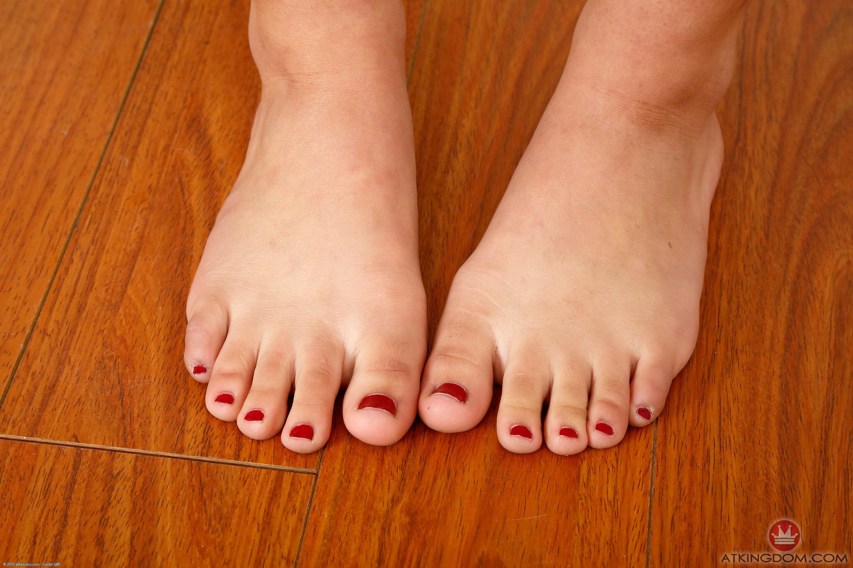 Gina Valentinas Feet