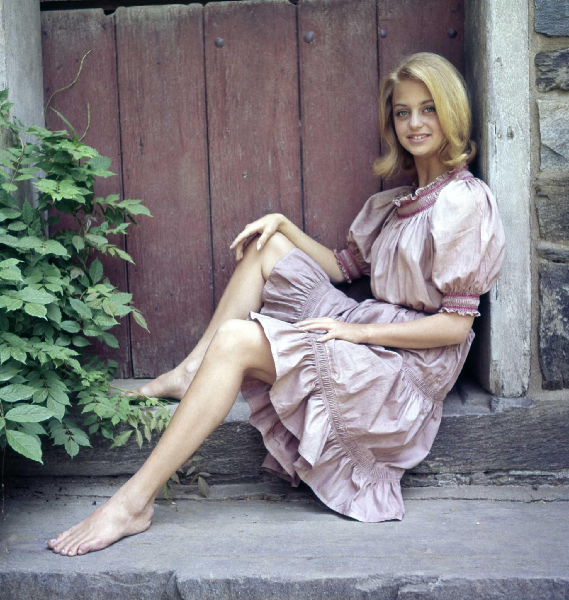 goldie hawn's feet << wikifeet