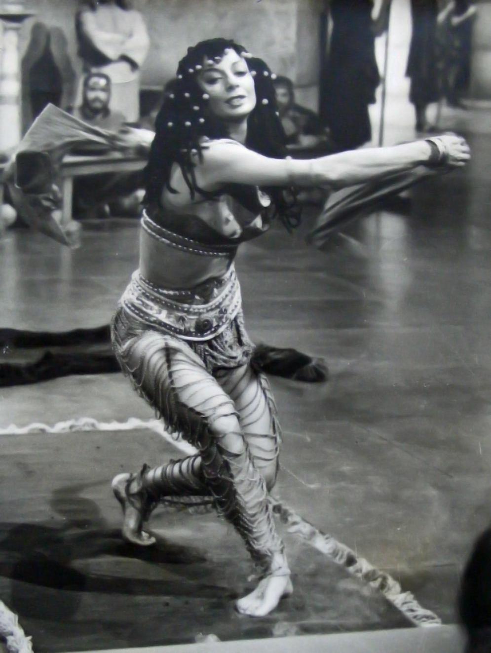 https://pics.wikifeet.com/Gwen-Verdon-Feet-1576911.jpg