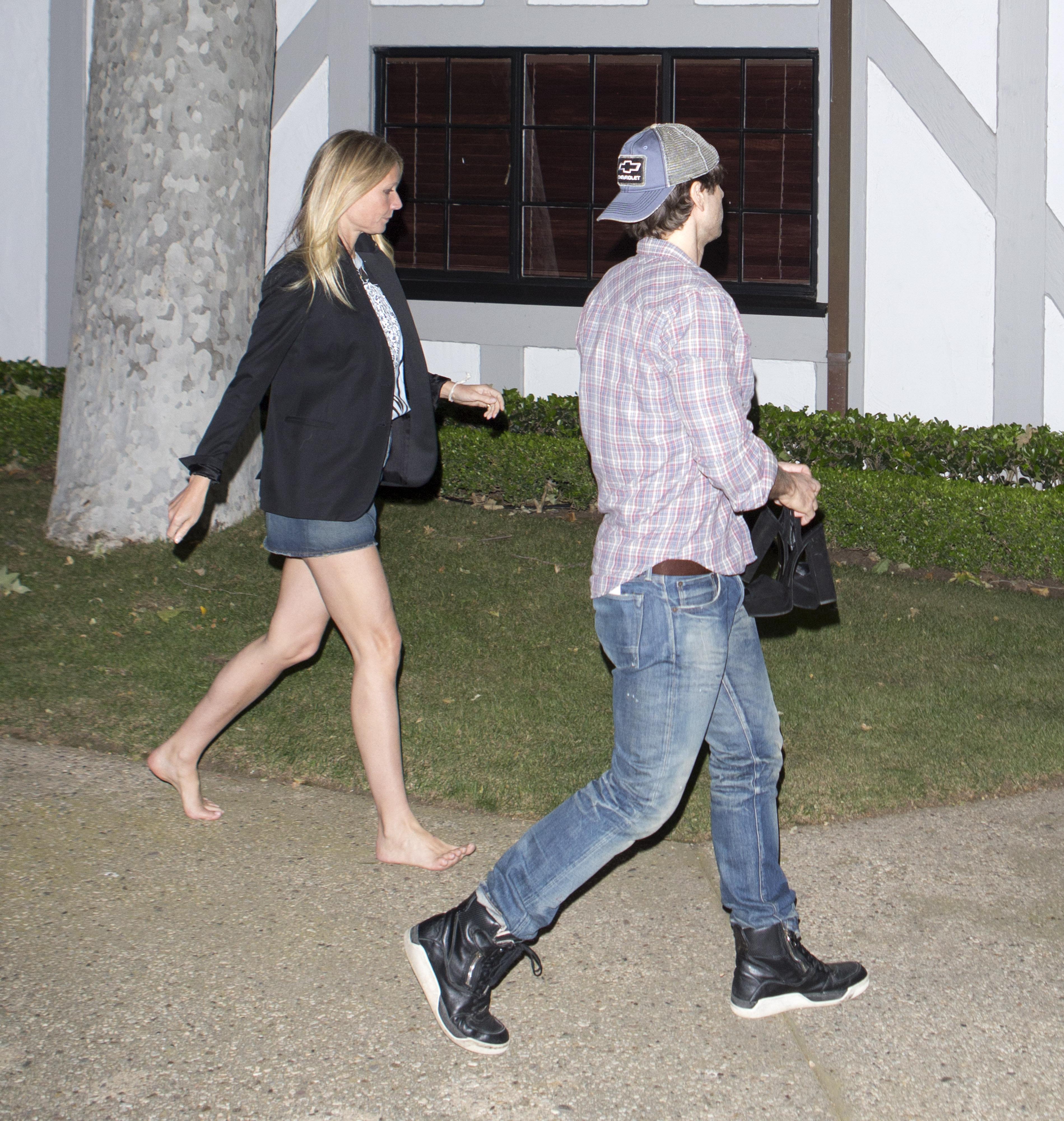 https://pics.wikifeet.com/Gwyneth-Paltrow-Feet-2217558.jpg