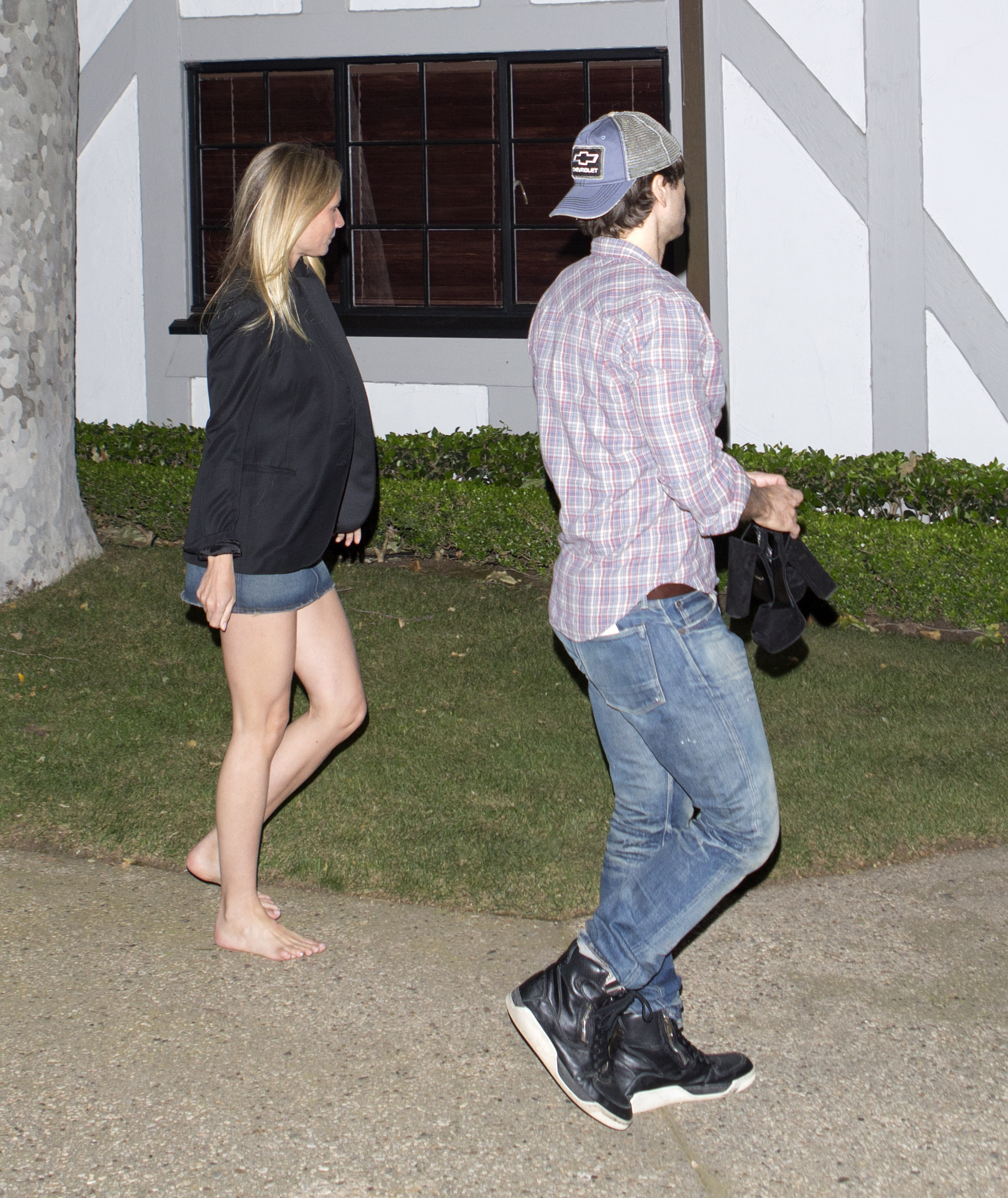 https://pics.wikifeet.com/Gwyneth-Paltrow-Feet-2217562.jpg