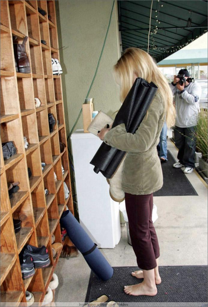 https://pics.wikifeet.com/Gwyneth-Paltrow-Feet-305008.jpg