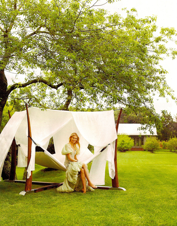 https://pics.wikifeet.com/Gwyneth-Paltrow-Feet-305017.jpg